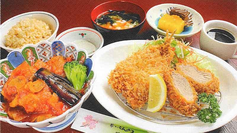 アジフライと白金豚ヒレカツ・鶏もも肉のトマトソース煮定食