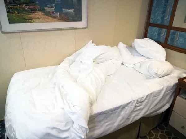 ベッドメイク前