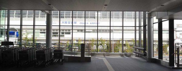 伊丹空港到着口1