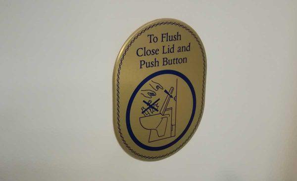 トイレ注意