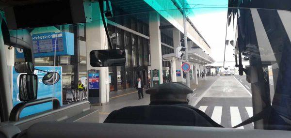 伊丹空港1番バス乗り場バス出発
