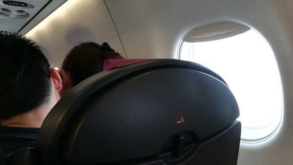 飛行機内カップル