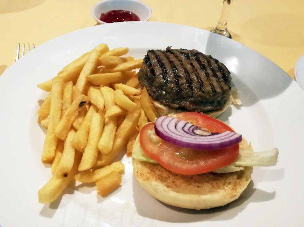 5日目昼食ハンバーガー