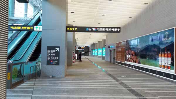 桃園空港MRT台北駅通路