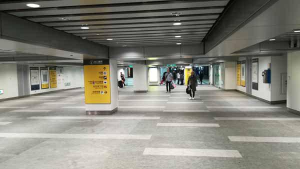 台北駅通路2