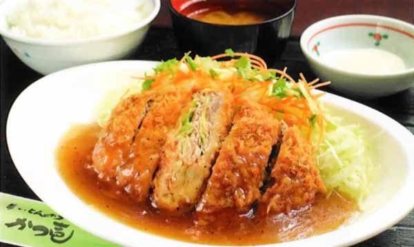 粗挽き肉とザク切り野菜のあんかけかつ定食