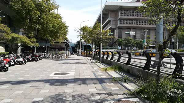 台北駅歩道