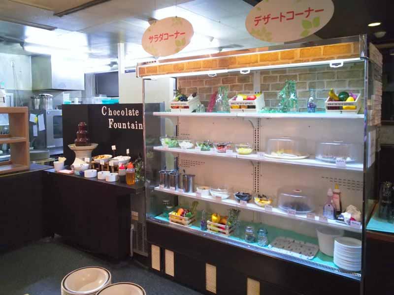 リビアン盛岡南店サラダデザートコーナー