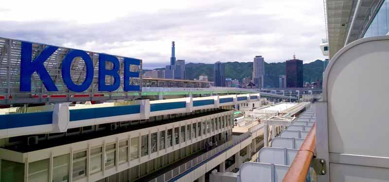 神戸港に停泊中のダイヤモンドプリンセス