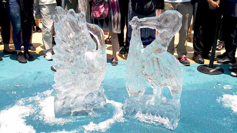氷の彫刻デモンストレーション