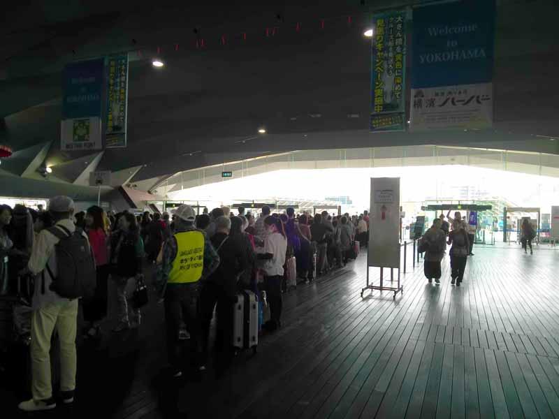 横浜港大さん橋国際客船ターミナルのバス待ち