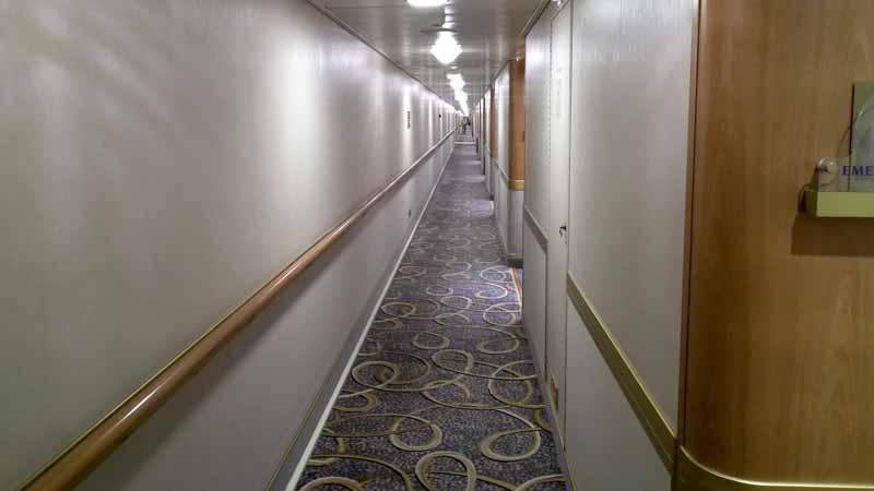 ダイヤモンドプリンセスの廊下