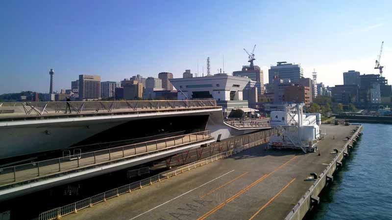 ダイヤモンドプリンセスから見る横浜大さん橋