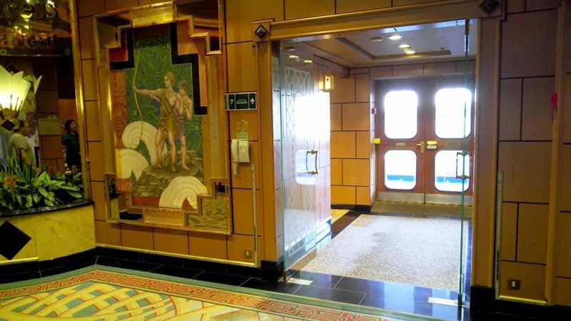 7階プロムナードデッキ入り口