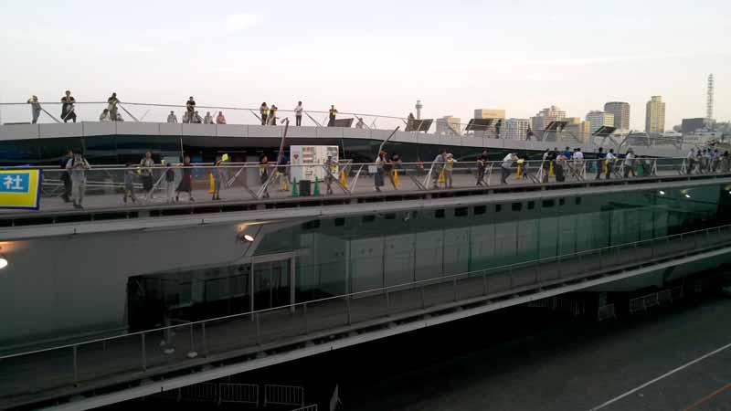 ダイヤモンドプリンセス横浜出航