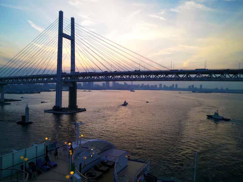 ダイヤモンドプリンセス横浜出航ベイブリッジ