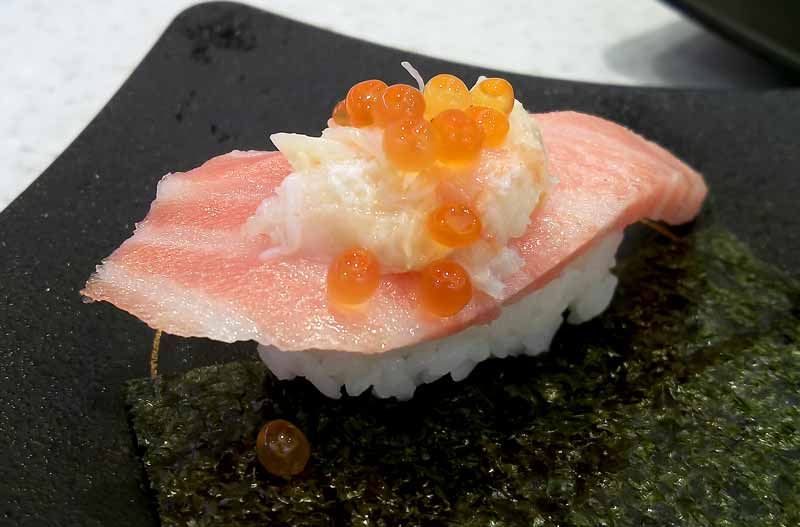 3段寿司大トロカニいくら