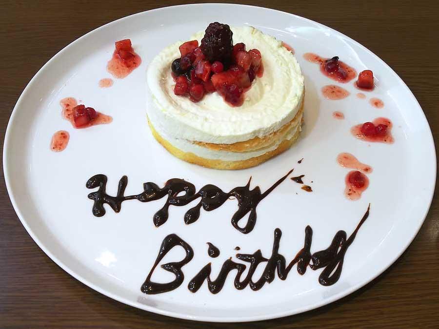 グランブッフェ誕生日ケーキ